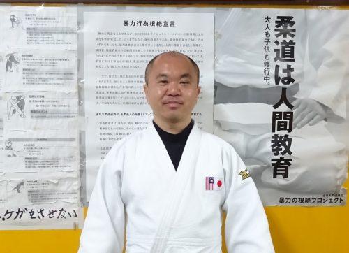 柔道着を着た男性の写真