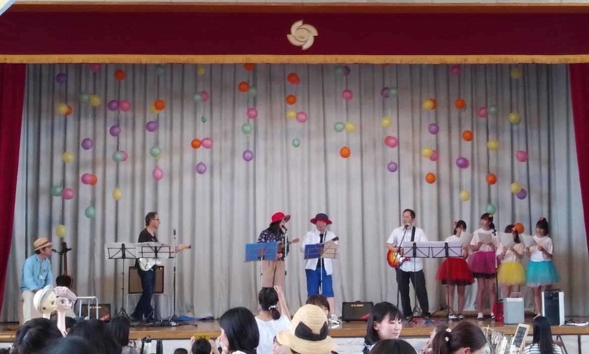 。3回目に行われた稗原小学校の先生方による体育館ステージ